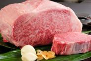 肥瘦相间、肥肉呈网状的上等牛排