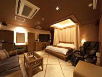 Guest Room No.305