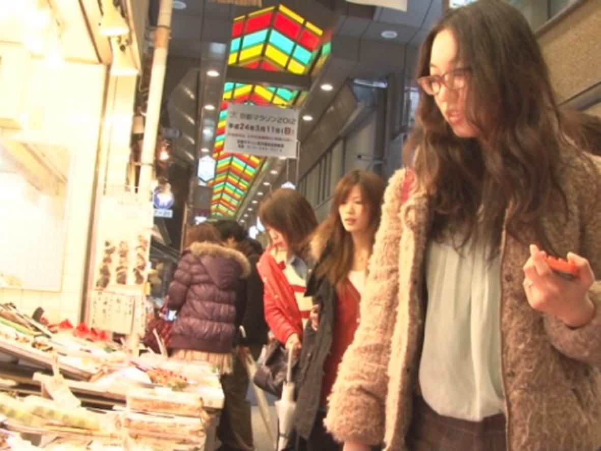 In nearby Nishiki-ichiba Market